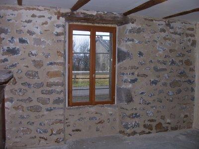 mur de pierre dans le salon la grande aventure r nover notre maison. Black Bedroom Furniture Sets. Home Design Ideas